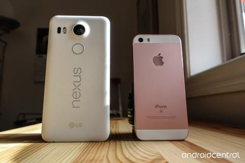 nexus5x-iphonese-comparison-2